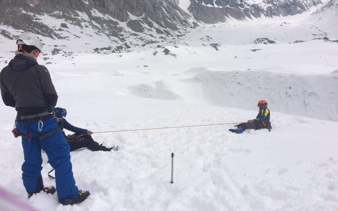 Exercices d'encordement et secours en crevasses à Chamonix pour les BTS1